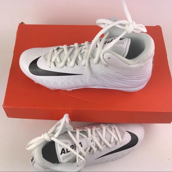 b13e9a357 Nike Youth Boys Football Cleats. M 5b82fde134e48a2d275cc7cc